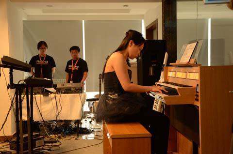 管风琴c-330演奏图片