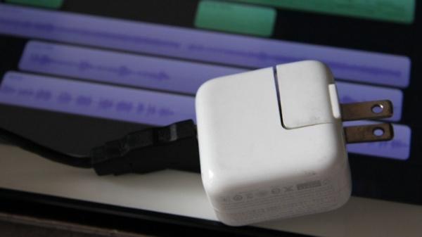 把usb连接线变成电源适配器或者连接计算机给它