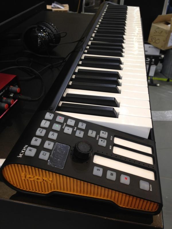 iCON iKeyboard 系列键盘控制器第一时间上手 - 李V - 五四音频(54cctv.com)