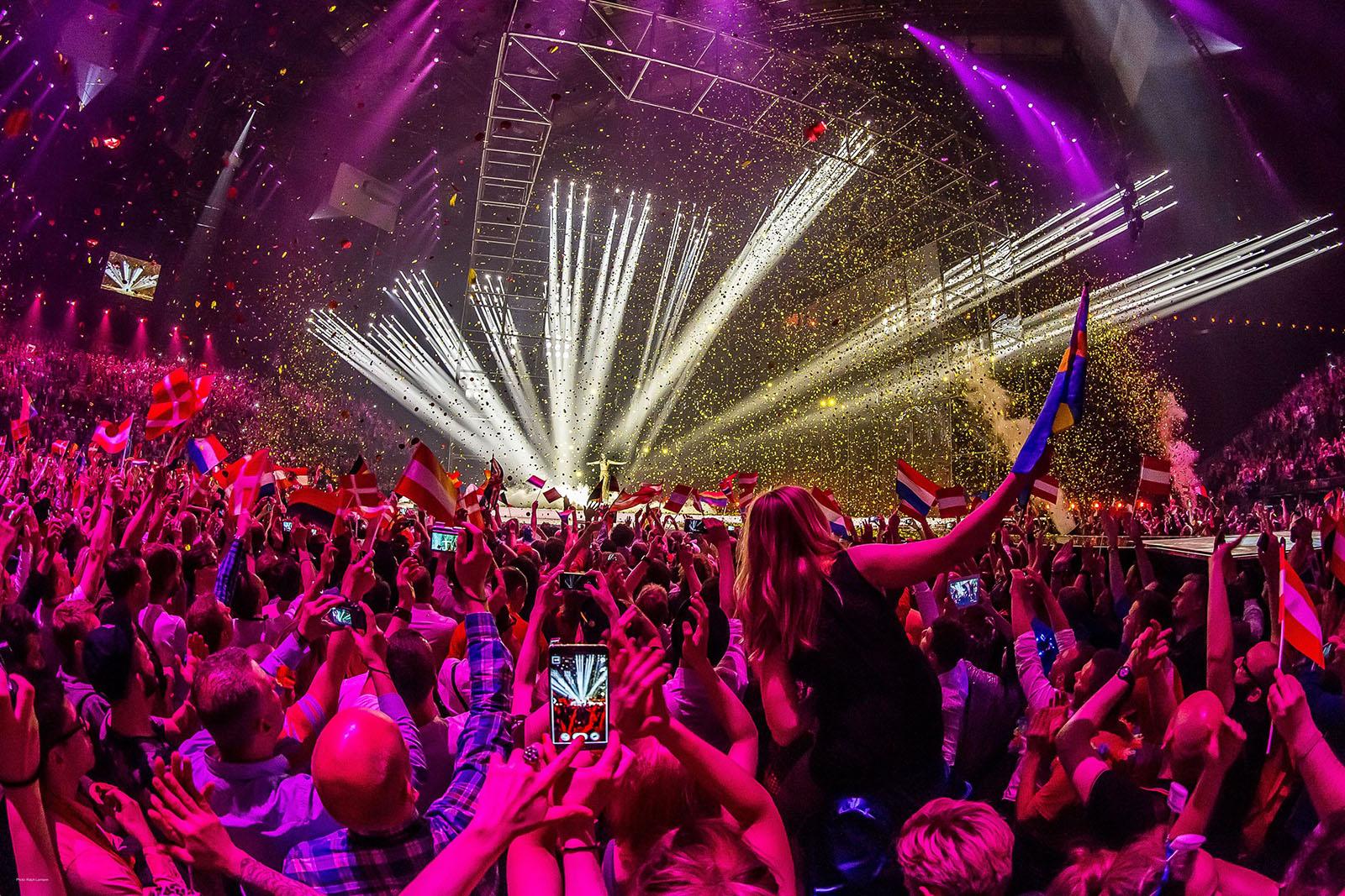 1亿2500万观众收看了欧洲歌唱大赛,12000名幸运粉丝得到了现场演出的