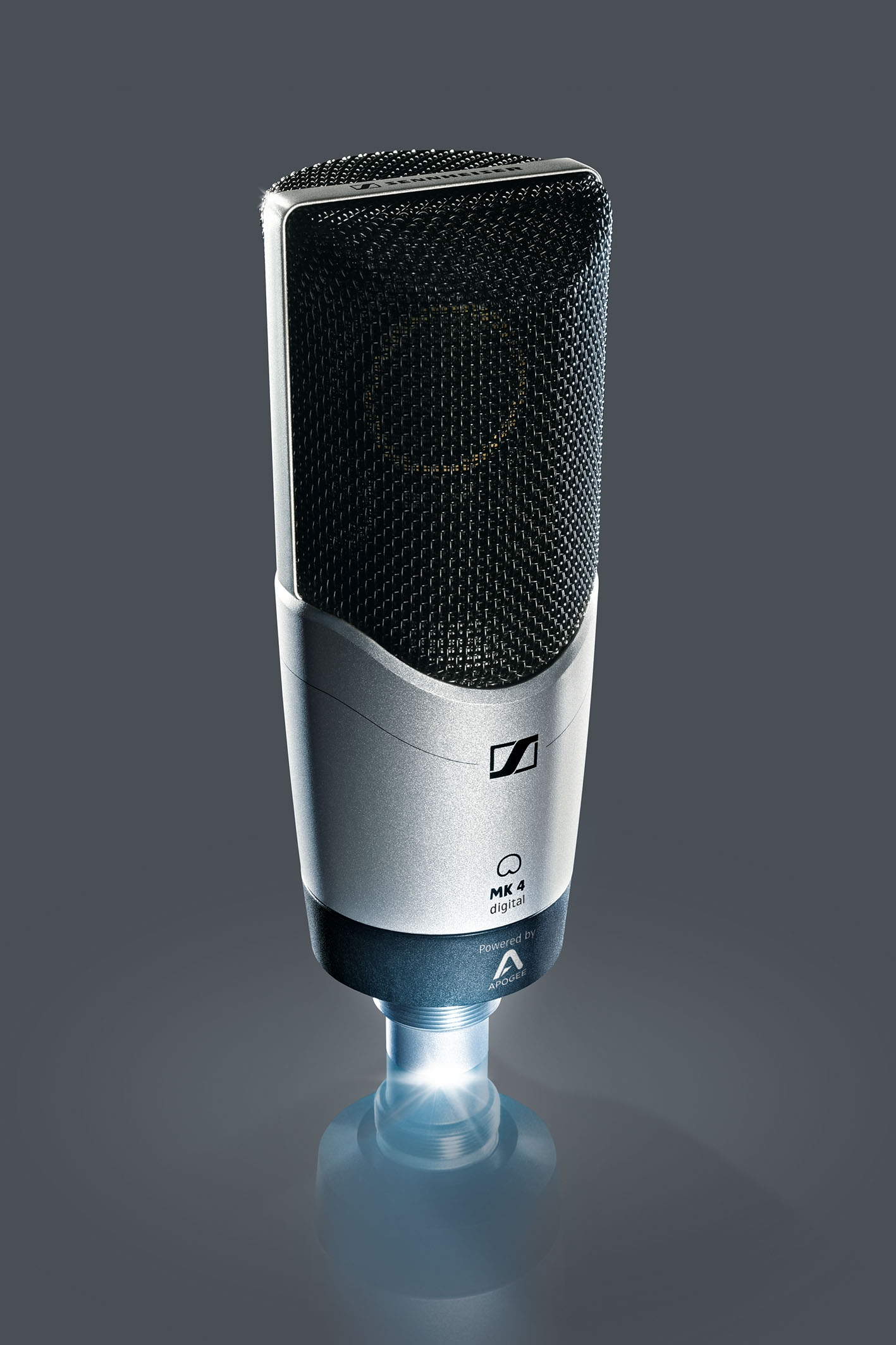 MK 4 digital 可直接连接到 iOS 设备,Mac 和 PC 计算机。大振膜 MK 4 digital 非常适合于与任意需要高声音品质的移动录音任务搭配,具有真正电容话筒的典型温暖和细节。  在法兰克福 prolight + sound 展,Sennheiser 将展示新的 MK 4 的数字版,MK 4 是 Sennheiser 最受欢迎的录音话筒之一。通过高品质的 Apogee A/D 转换器和话筒前置放大器技术,MK 4 digital 可直接连接到 iOS 设备,Mac 和 PC 计算机。