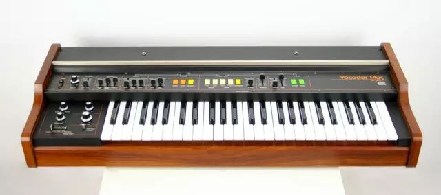 原 Roland VP330 设计师支持百灵达 Behringer VC340 声码器『致敬』计划