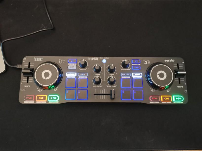 Hercules Starlight DJ 控制器评测:一台真正随手带走的 Serato DJ 系统