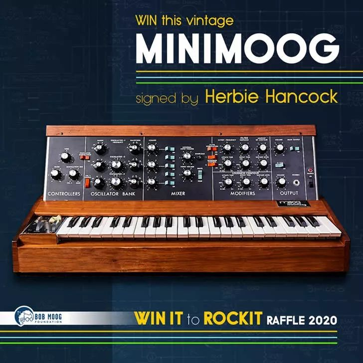 Moog 基金会与 Herbie Hancock 签名的原版 Minimoog 活动正式开始