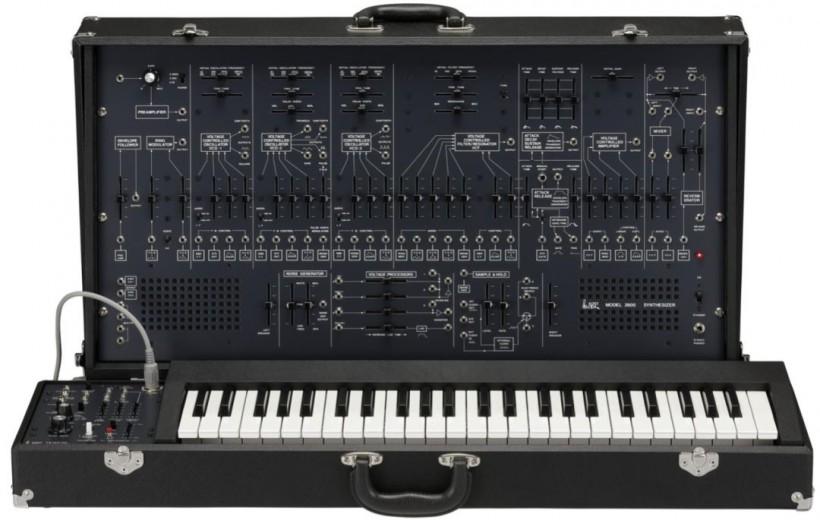 Behringer「致敬」ARP 的 2600 第一台成品已出