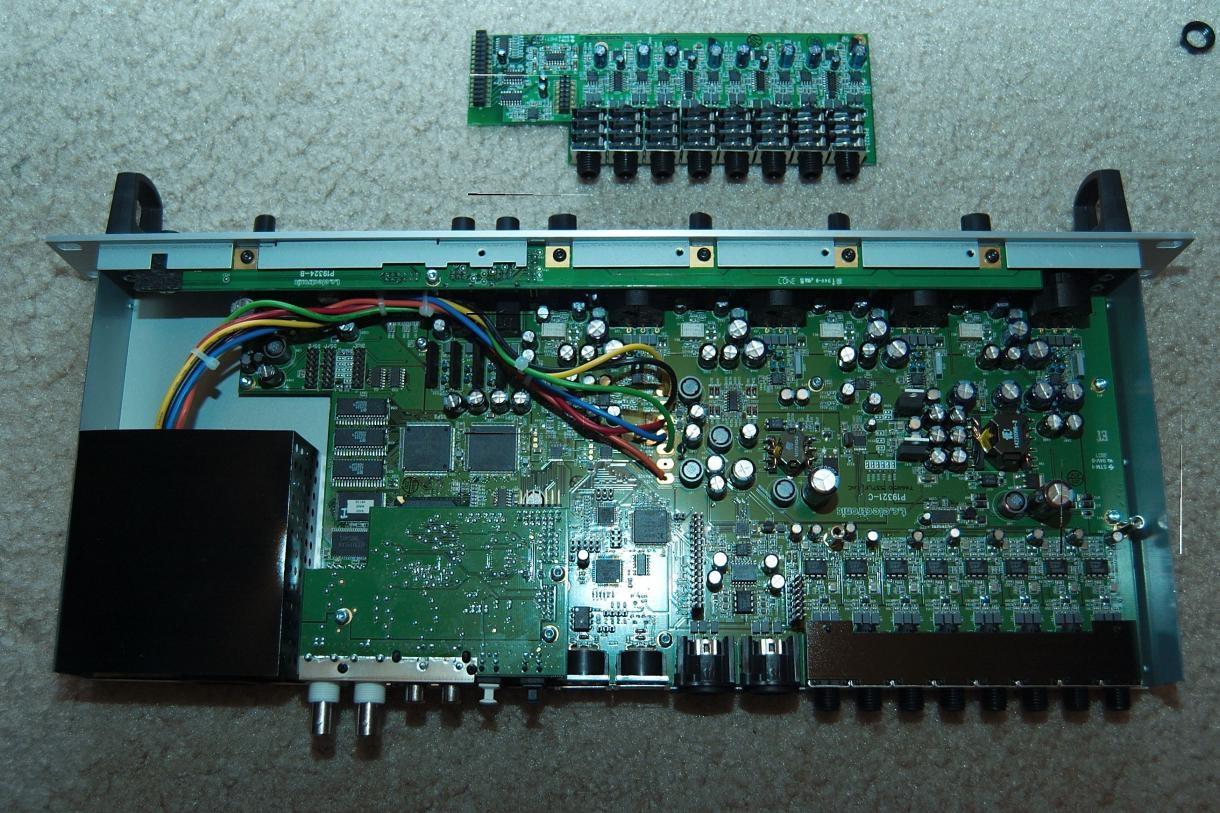 8通道的adat数字输入输出口,最高支持96khz,一对spdif数字输入输出