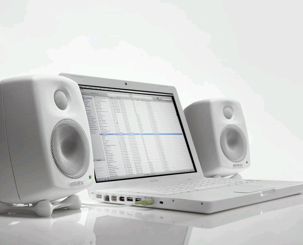 6010A是史上最小的真力有源音箱,适合笔记本用户,家庭用户,桌面录音用户使用。依然的全铝外壳,DCW技术,低频下潜达到73Hz(-3dB),只需要连接电源和线路输入,使用简单。 6010A甚至配备了RCA莲花输入接口,可连接一些民用设备。